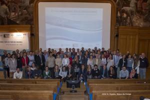 Le premier Colloque du GTMF, qui s'était tenu en 2010, avait été une belle réussite avec plus de 100 participants venus de tous les territoires français. Pour cette deuxième édition, nous avons fait le choix d'un colloque orienté sur le renforcement des capacités, avec une part importante d'ateliers très interactifs. Nous avons également souhaité ouvrir l'événement à la francophonie. Il est ainsi prévu d'accueillir une quinzaines d'acteurs venus des pays francophone (essentiellement d'Afrique de l'Ouest et Centrale, mais aussi Comores, Madagascar, Québec). Nous partagerons ainsi cette occasion unique d'améliorer nos connaissances et nos pratiques. Pendant trois jours, des conférences et des ateliers répartis sur trois amphithéâtres permettront d'aborder une grande diversité de sujets et de couvrir les principales préoccupations des gestionnaires de projets « tortues marines », qu'ils soient issus des ONG ou des directions régionales de l'environnement (DREAL). Un programme large ou domineront les sujets les plus concrets, par exemple : - comment évaluer et réduire l'impact sur les tortues marines de la pêche, des pollutions (lumineuses, chimiques, sonores, par les macro-déchets...), - apprendre à hiérarchiser ses actions et à optimiser l'efficacité sa stratégie de conservation lorsque les ressources budgétaires sont limitées, comment financer les projets ? - mettre en œuvre les engagements pris par la France dans le cadre des conventions et accords internationaux, - valoriser les données recueillies dans le cadre des observatoires d'échouages. Des sujets plus théoriques - mais ayant des implications majeures en termes de stratégie d'actions - compléteront ce panorama : par exemple la notion de plasticité sera développée, ou que sait-on du degré d'adaptabilité des espèces de tortues marines aux changements de leur environnement ? Renforcement de capacités et ateliers Le premier Colloque du GTMF, qui